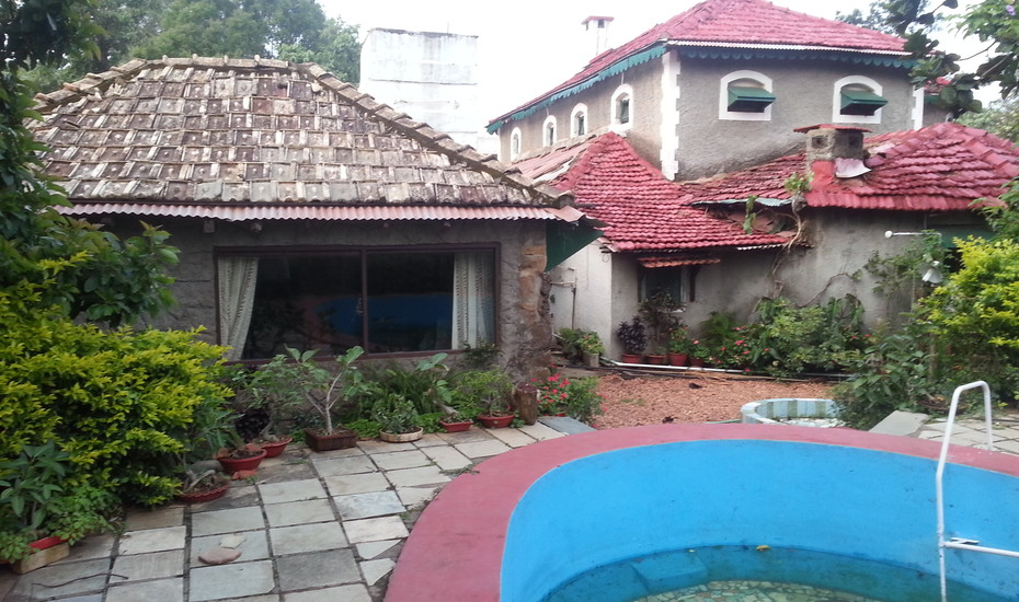 Evelyns Own Homestay Pachmarhi